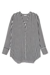 <p>The Rise Stripe Shirt has a V-neck, a buttoned front and long sleeves. The softly curved hem and the pleat detail in the back gives this lightweight blouse a loose and flattering fit.<br /><br />- Size Small measures 114,50 cm in chest circumference and 81,50 cm in length. The sleeve length is 59 cm.<br /></p>