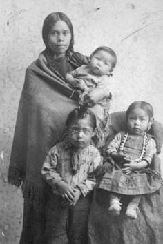 Spokane mother Mary Theresa Daniels and children Liza, Barnie and Catherine :: American Indians of the Pacific Northwest -- Image Portion Native American Proverb, Native American Children, Native American Pictures, Native American Quotes, Native American Symbols, Native American Beauty, Native American History, Native American Indians, Native Indian