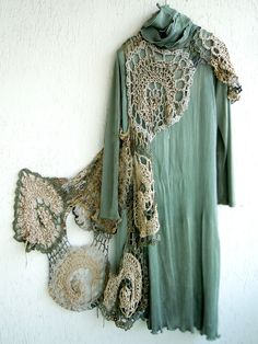 The Beige Brigade Knit Fashion, Boho Fashion, High Fashion, Crochet Scarves, Crochet Clothes, Love Crochet, Knit Crochet, Funky Outfits, Freeform Crochet