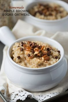 Homemade Maple Brown Sugar Oatmeal can be ahead of time for easy grab and go breakfasts. Loaded with chopped pecans and chocolate, it won't disappoint! What's For Breakfast, Breakfast Dishes, Breakfast Recipes, Vegan Breakfast, Maple Brown Sugar Oatmeal, Maple Oatmeal Recipe, Instant Oatmeal Recipes, Rolled Oats Recipe, Maple Sugar