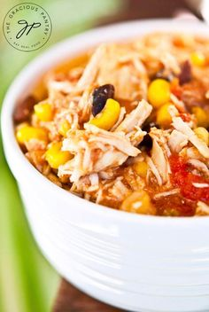 Looks Yum! (Pinning to read the rest later.) Clean Eating Slow Cooker Southwestern 2 Bean Chicken - site has other good slow cooker recipes Crock Pot Recipes, Crock Pot Cooking, Clean Recipes, Slow Cooker Recipes, Soup Recipes, Dinner Recipes, Cooking Recipes, Crockpot Meals, Freezer Meals