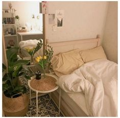 Room Ideas Bedroom, Bedroom Decor, Korean Bedroom Ideas, Bedroom Inspo, Bedroom Inspiration, Bedroom Furniture, Warm Bedroom, Decor Room, Furniture Ideas