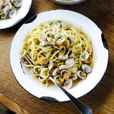 Proef de smaak van de Mediterane landen! Deze spaghetti kokkels heeft alles in zich om jou te laten genieten. Tip! zijn er geen kokkels te krijgen dan kun je ook kiezen voor vongolen.