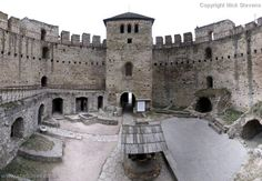 soroco-castle-interior-large.jpg - The marvelously well preserved