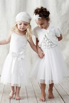 Cute flower girls in white dresses - Tutu Du Monde