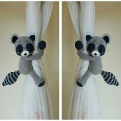 HECHO a pedido *** un par de mapache del ganchillo cortina tira, mapache del ganchillo, espalda de lazo de vivero.