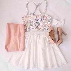 Gorgeous white pleated skirt with top short floral blouse and pink leather clutch and brown high heels ladies pumps and the white bow the cute summer outfits Cute Fashion, Look Fashion, Teen Fashion, Fashion Outfits, Womens Fashion, Paris Fashion, Cute Summer Outfits, Pretty Outfits, Cute Outfits