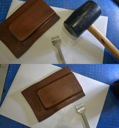 В данном мастер-классе хотел бы рассказать и показать, как отформовать и сшить кожаный чехол для телефона (на примере Iphone SE). Для пошива нам понадобится следующий инструмент и материал: -…