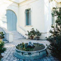 Dans les environs de Carthage, l'architecte d'intérieur Philippe Boisselier a entrepris la restauration d'une maison du XIXème siècle, afin de lui insuffler un vent de modernité. Retour en images sur une transformation réussie.