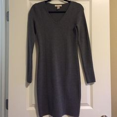 Grey banana republic knit dress This is a wonderful dress for fall/winter with tights and boots! It's a thicker knit with slimming princess seams in front and back. Long sleeves and knee length! Love this dress! Banana Republic Dresses Long Sleeve
