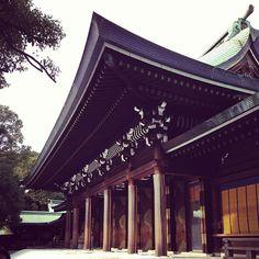 明治神宮 en 明治神宮, 東京都  • Templo Meiji, no cierra el lunes, hasta las 4:30 es la admisión. Ver jardín ¥500 Museo de 9-4pm ¥500