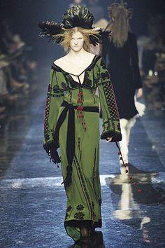 Jean Paul Gaultier Parigi - Haute Couture Fall Winter - Shows - Vogue. Couture Fashion, Fashion Art, Editorial Fashion, Fashion Models, Fashion Show, Fashion Design, 1918 Fashion, Modern Fashion, Runway Fashion