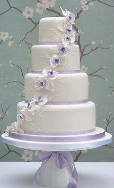 """Out of 200 weddings I've worked, I seldom saw a cake or a color palette that was NOT incredibly tacky, harsh or clashing. This is one of those """"good"""" ones."""