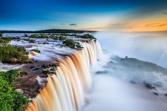 Iguazú es otro mundo: el paraíso del agua salvaje. Estas cataratas, límite natural con Argentina, co... - Corbis. Texto: Redacción Traveler