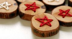 Handmade wood buttons embroidered with coloured thread. An easy Christmas craft project!
