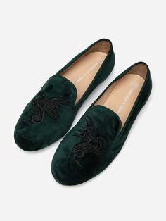 Marcello & Ferri's Embroidered loafers are made from premium velvet uppers and hand made sole. Comes with slip-on feature, this footwear gives you an utmost comfortable experience. This pair in the classic silhouette can go with your office formals as well as can make a statement with ethnic wear. Loafers Online, Online Fashion Stores, Green Velvet, Loafers Men, Ethnic, Oxford Shoes, Dress Shoes, Footwear, Slip On