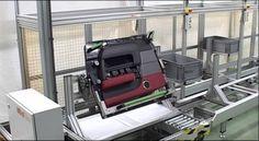 Línea de producción de paneles de puertas para el automóvil.