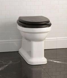Discover the Devon&Devon Blues collection, sanitaryware for the bathroom with a retro design. Victorian Bath, Devon Devon, Sink Units, Public Bathrooms, Promotional Design, Vintage Bathrooms, Retro Design, White Porcelain, Memphis
