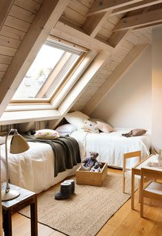 41 Amazing Small Attic Bedroom Design Ideas - The attic is a perfect place to finish up for an extra bedroom for guests or to use as an office/bedroom combination, but what can you do to make that. Small Loft Bedroom, Attic Bedroom Designs, Attic Design, Trendy Bedroom, Cozy Bedroom, Interior Design, Extra Bedroom, Loft Bedrooms, Loft Design