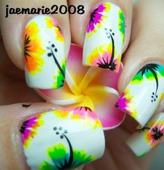 Tropical nails are just the thing to jazz your summers! I would recommend you all to read this post that showcases the 18 tropical nail art Fancy Nails, Diy Nails, Cute Nails, Pretty Nails, Neon Nails, Nail Nail, Gradient Nails, Fabulous Nails, Gorgeous Nails