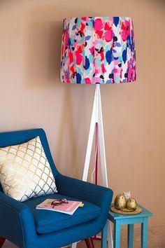 Forrar o pintar la pantalla de las lámparas es algo que no muchos hacen, ¡y que realmente se ve increíble!