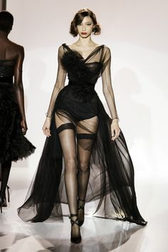61 Ideas For Fashion Black Dress Glamour Gowns Style Haute Couture, Couture Fashion, Runway Fashion, Womens Fashion, 90s Fashion, Girl Fashion, Fashion Week, Look Fashion, Fashion Show