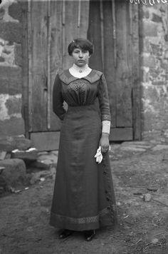 jeune femme aux gants, vers 1914