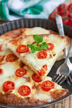 Cherry tomatoes frittata with cheese - oven baked for delicious breakfast or lunch Milk Recipes, Egg Recipes, Edith's Kitchen, Frittata, Oven Baked, Cherry Tomatoes, Bon Appetit, Vegetable Pizza, Yummy Treats