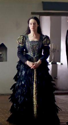Miryanna van Reeden as Countess Halina in 'Raveleijn'