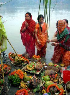 India. Ritual of Dala Chhath Puja.