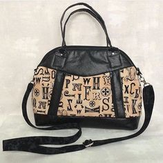Sublime Bag, pattern by Sew Sweetness, for Bag of the Month Club, February 2017 Purse Patterns, Bag Making, Purses And Bags, Gym Bag, Cool Style, Sewing, My Love, Fabric, Stuff To Buy