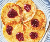Swedish Pancakes This batter needs to rest for at least 2 hours, so you will need to plan ahead and rise early enough to make this in time for breakfast or brunch. You may also make the batter the night before, cover. Crepe Recipes, Brunch Recipes, Breakfast Recipes, Pancake Recipes, Vegetarian Times, Vegetarian Recipes, Vegetarian Brunch, Crepes, Swedish Pancakes