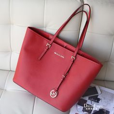 For some women, getting a genuine designer handbag is not something to hurry into. Because these bags can be so high priced, most women generally worry over their decisions prior to making an actual handbag acquisition. Stylish handbag outlet for girls. Mk Handbags, Handbags Michael Kors, Michael Kors Jet Set, Versace Handbags, Designer Handbags, Fashion Outlet, Fashion Bags, Fashion Accessories, Fashion Ideas