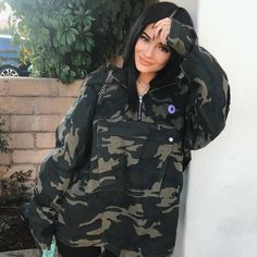 Kylie Jenner is taking over the fashion world. Let's take a look at some of the best Kylie Jenner outfits and see if we can get some fashion inspo. Estilo Kylie Jenner, Kyle Jenner, Kendall Jenner, Kylie Jenner Outfits, Kendall Y Kylie Jenner, Trajes Kylie Jenner, Looks Kylie Jenner, Kylie Jenner Style, Kylie Jenner Fashion