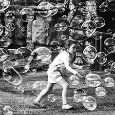 bubbles -- buffalo divine eden № 7 Photo Black, Black White Photos, Black And White, Creepy Animals, Sky Full Of Stars, Never Grow Up, Edgar Allan Poe, Belle Photo, Art Pictures