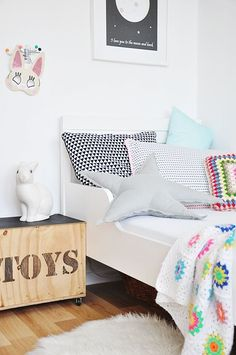 Simple kid's room
