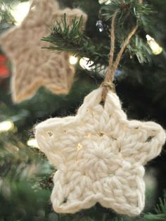 Crochet Free Pattern simple crochet star Christmas ornaments - free pattern - These simple Christmas crochet stars are a free pattern that makes a fun and easy holiday project! Diy Crochet Ornaments, Crochet Christmas Ornaments, Holiday Crochet, Crochet Crafts, Crochet Star Patterns, Crochet Stars, Crochet Snowflakes, Crochet Roses, Crocheted Flowers