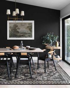 Black Accent Walls, Black Walls, Black Painted Walls, Black Rooms, Black And White Dining Room, Black Rug, Black Dining Rooms, Dining Room Modern, Minimalist Dining Room
