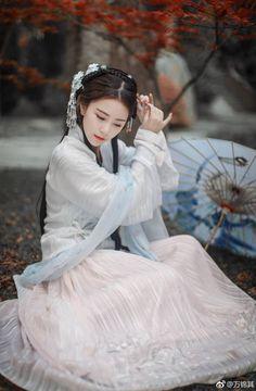 Beautiful Chinese girl in Hanfu Chinese Clothing Traditional, Traditional Fashion, Traditional Dresses, Hanfu, Cheongsam, Art Asiatique, Beautiful Chinese Girl, China Girl, Asian Style