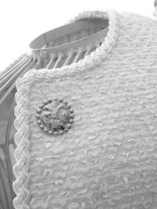 The Chanel Jacket - dress making course Chanel Jacket Trims, Chanel Style Jacket, Couture Details, Fashion Details, Fashion Design, Tailoring Techniques, Sewing Techniques, Chanel Couture, Couture Sewing