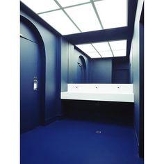 Susuru by Arch. firm Prevalent Ph. Jan Vranovsky . . #bathroom #blue #lines #architecturelovers #lovesdomus #lights #light