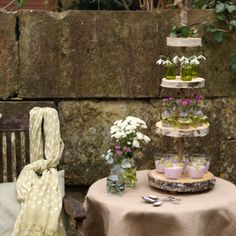 Tiers created with wood slices!  Just lovely!