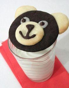 These adorable chocolate and vanilla teddy bear cookies are so cute! Galletas Cookies, Cute Cookies, Cupcake Cookies, Sugar Cookies, Animal Cupcakes, Teddy Bear Cookies, Round Cookie Cutters, Cookie Tutorials, Brownie Bar