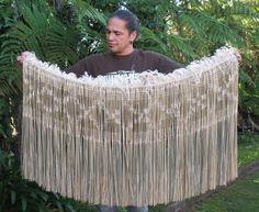Karl Leonard Flax Weaving, Basket Weaving, Polynesian People, New Zealand Art, Maori Art, Cloaks, Old And New, Wearable Art, Amazing Art