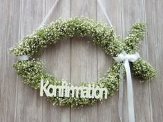 This beautiful fish-shaped door decoration brings a festive accent to your door and welcomes your guests. The door wreath in the shape of the Christian fish is hand-tied from fresh, real gypsophila an Bride Flowers, Diy Wedding Flowers, Tree Wedding, Balloon Decorations, Wedding Decorations, Decoration Communion, Première Communion, Navidad Diy, Gypsophila