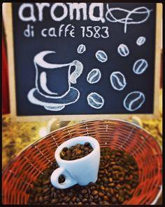 Cada taza del mejor café  está elaborada con granos finamente seleccionados. Su tostado ideal preserva sus genuinos sabores y aromas. Somos el elixir de tus sentidos #AromaDiCaffé visítanos en el C.C. Metrocenter pasaje colonial. #Coffee #CoffeeTime #CoffeeBreak #CoffeeLovers #SaboresAroma #MomentosAroma #HistoriasAroma #AromaDiCaffé