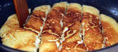 Dzisiejszy przepis na omlet cesarski został przygotowany przez Pana Domu. Mam nadzieję, że posmakuje Wam tak samo jak i mnie.       Składniki:   4 jajka  3 płaskie łyżki cukru pudru  10 płaskich łyżek mąki  1/4 szklanki mleka lub kremówki  szczypta soli  masło do smażenia