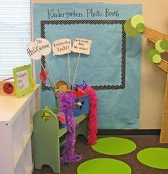 Kindergarten-Photo-Booth - too cute! Open House or Back to School Night idea! Back To School Night, 1st Day Of School, Beginning Of The School Year, School Fun, School Stuff, Pre School, School Days, High School, Kindergarten Photos