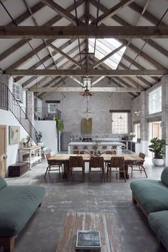 A modern barn with a concrete design - PLANETE DECO a homes world - loft and architects' house - Home Design Sweet Home, Rustic Home Interiors, Loft Interiors, Modern Barn, Rustic Modern, Rustic Style, Contemporary Barn, Rustic Chic, Concrete Design