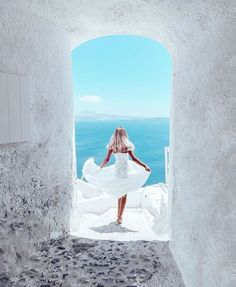 Good morning world! I love the clean white against the aqua blue sea and sky <3 greece vacation, anyone?